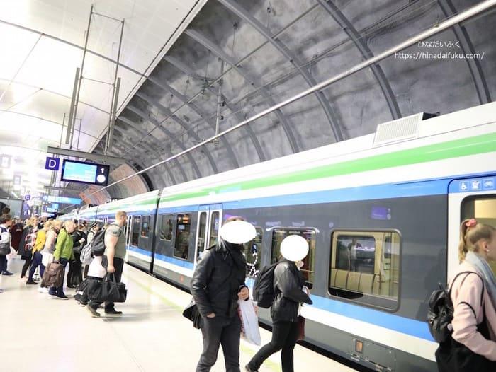 ヘルシンキ鉄道プラットホーム