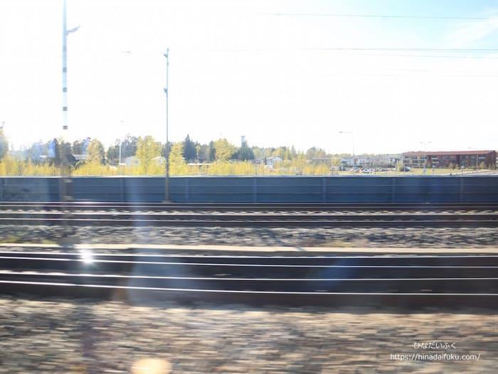 ヘルシンキ電車の窓から