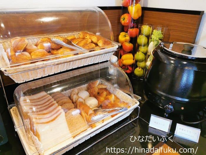 リーガロイヤルクラブフロアの朝食パンコーナー