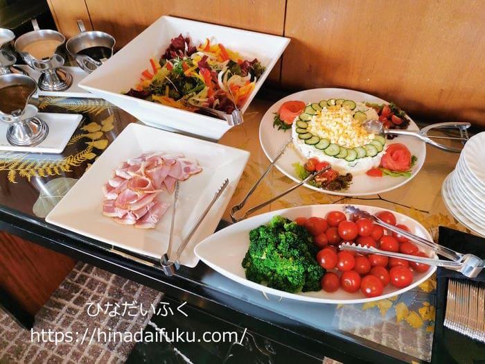 リーガロイヤルクラブフロアの朝食サラダコーナー
