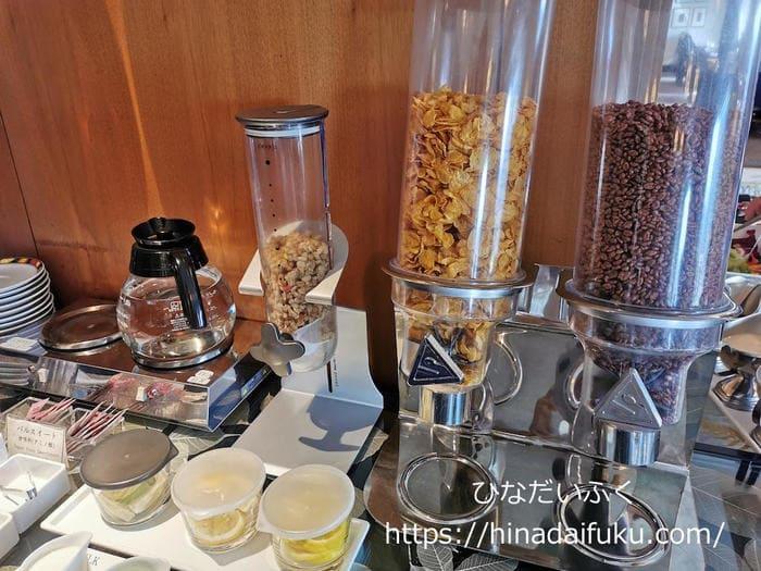 リーガロイヤルクラブフロアの朝食シリアルコーナー
