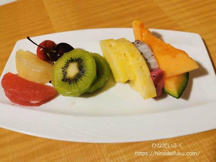 リーガロイヤルクラブフロアの誕生日サービスフルーツ