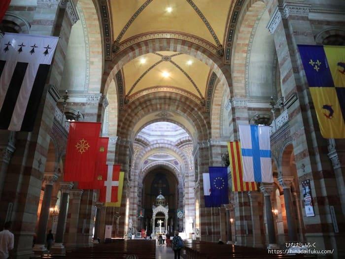 マルセイユ大聖堂中