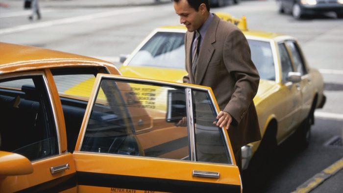 タクシードア
