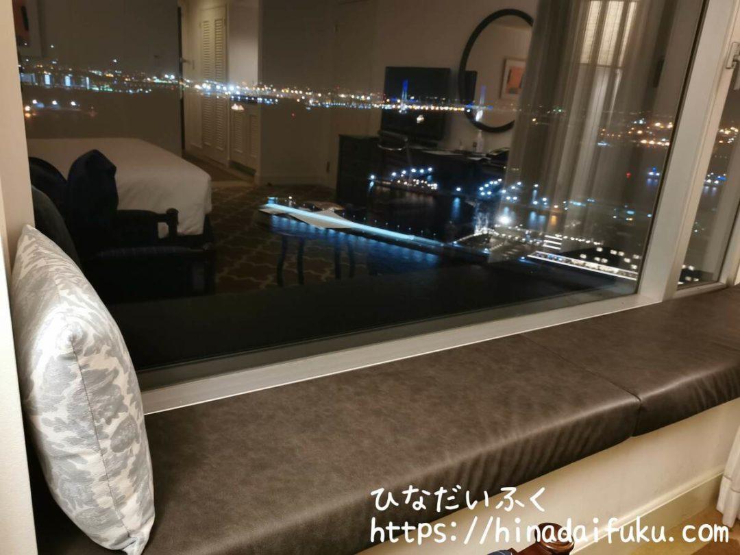 ヨコハマグランドインターコンチネンタル窓際ソファ
