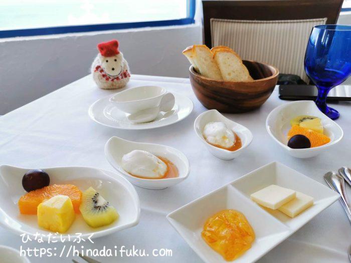 ヴィラサントリーニ朝食フルーツ